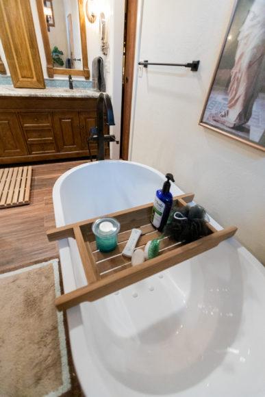 soaker tub